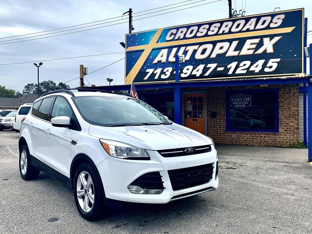 2014 WHITE FORD ESCAPE SE FWD (1FMCU0GX9EU) with an 1.6L L4 DOHC 16V engine, 6-SPEED AUTOMATIC transmission, located at 310 Spencer Hwy, South Houston, TX, 77587, (713) 947-1245, 29.664383, -95.228897 - Photo #0