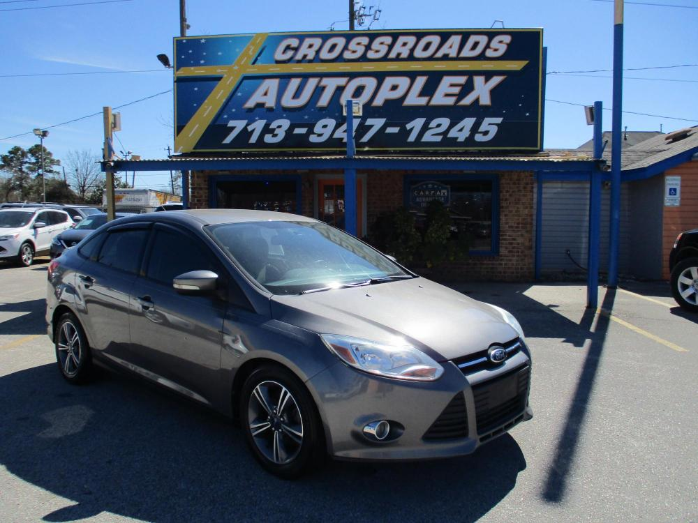 2014 GRAY FORD FOCUS SE Sedan (1FADP3F28EL) with an 2.0L L4 DOHC 16V engine, 5-SPEED MANUAL OR 6-SPEED AUTOMATIC transmission, located at 310 Spencer Hwy, South Houston, TX, 77587, (713) 947-1245, 29.664383, -95.228897 - Photo #0