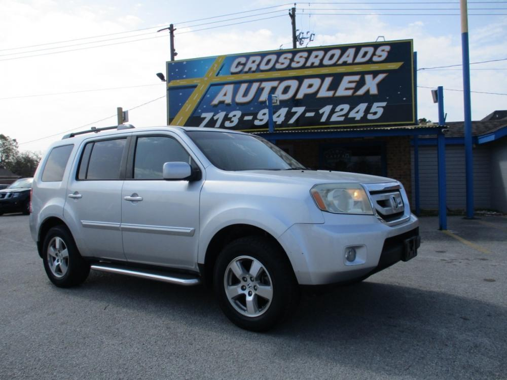 2011 SILVER HONDA PILOT EX-L 2WD 5-Spd AT (5FNYF3H53BB) with an 3.5L V6 SOHC 24V engine, 5-SPEED AUTOMATIC transmission, located at 310 Spencer Hwy, South Houston, TX, 77587, (713) 947-1245, 29.664383, -95.228897 - Photo #0