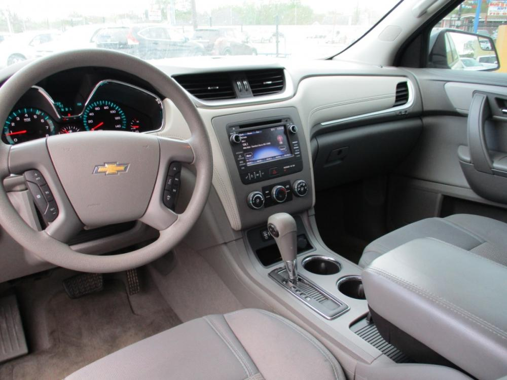 2014 WHITE CHEVROLET TRAVERSE LS FWD w/PDC (1GNKRFEDXEJ) with an 3.6L V6 DOHC 24V engine, 6-SPEED AUTOMATIC transmission, located at 310 Spencer Hwy, South Houston, TX, 77587, (713) 947-1245, 29.664383, -95.228897 - Photo #10