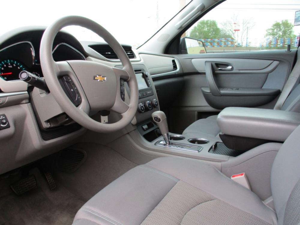 2014 WHITE CHEVROLET TRAVERSE LS FWD w/PDC (1GNKRFEDXEJ) with an 3.6L V6 DOHC 24V engine, 6-SPEED AUTOMATIC transmission, located at 310 Spencer Hwy, South Houston, TX, 77587, (713) 947-1245, 29.664383, -95.228897 - Photo #8